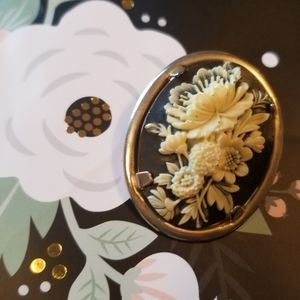 Vintage | Black and White Floral Cameo Brooch